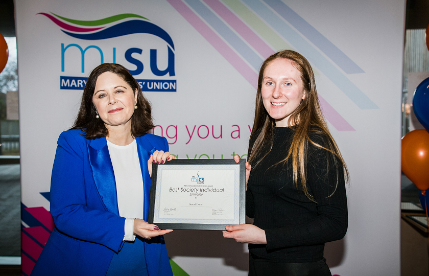 Sinéad Doyle receiving her 'Best Individual' from Professor Niamh Hourigan